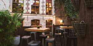 Prenez une bière en terrasse au Boudin Bar