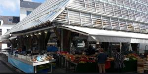 Partagez des huîtres sur le marché du Pouliguen